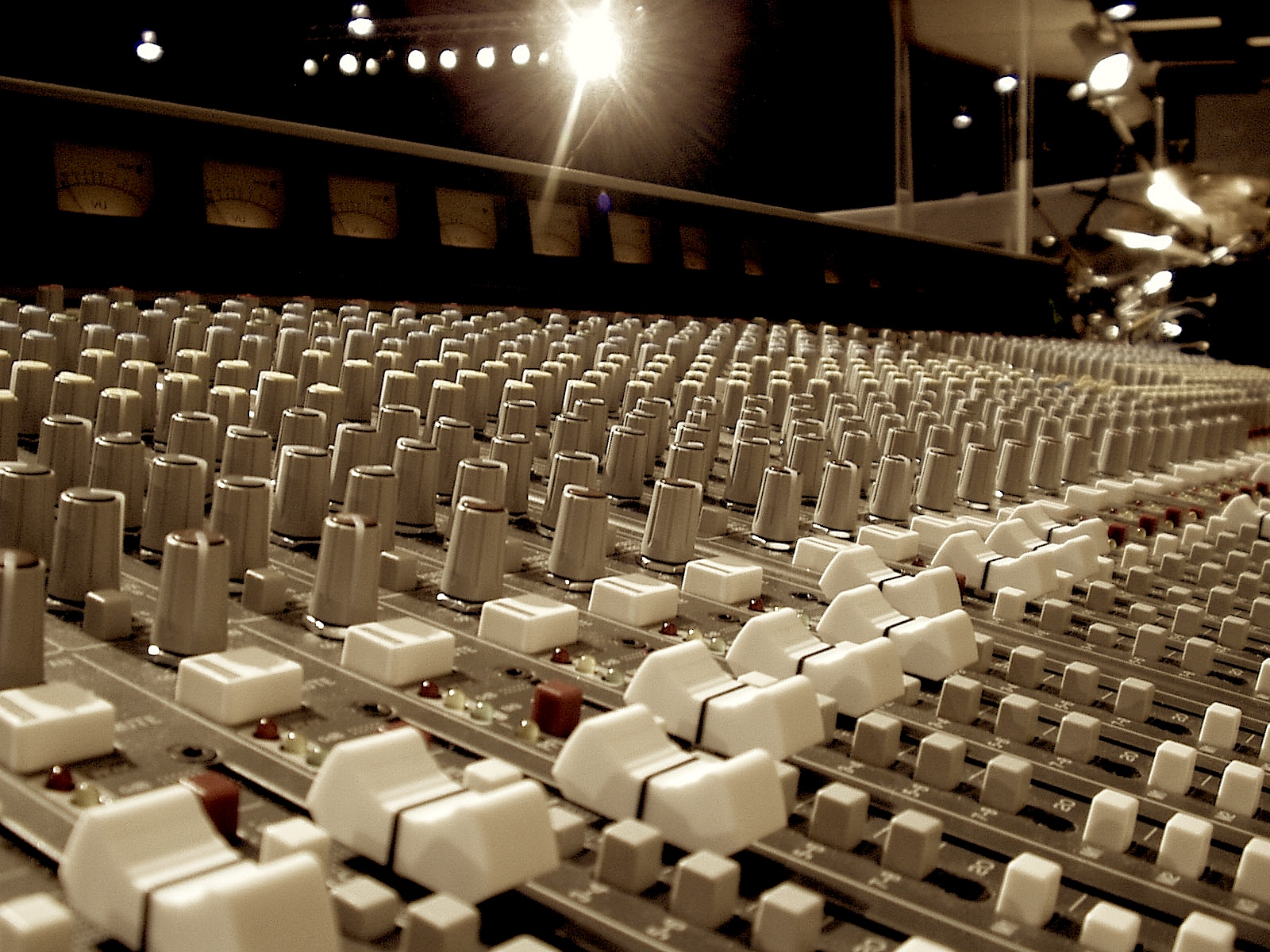 Choosing the right Music producer – (how to find the right producer to work with)